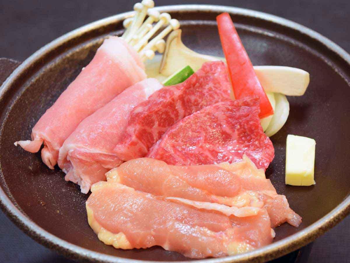 さとみ 秋田牛・八幡平ポーク・地鶏の三種陶板焼き