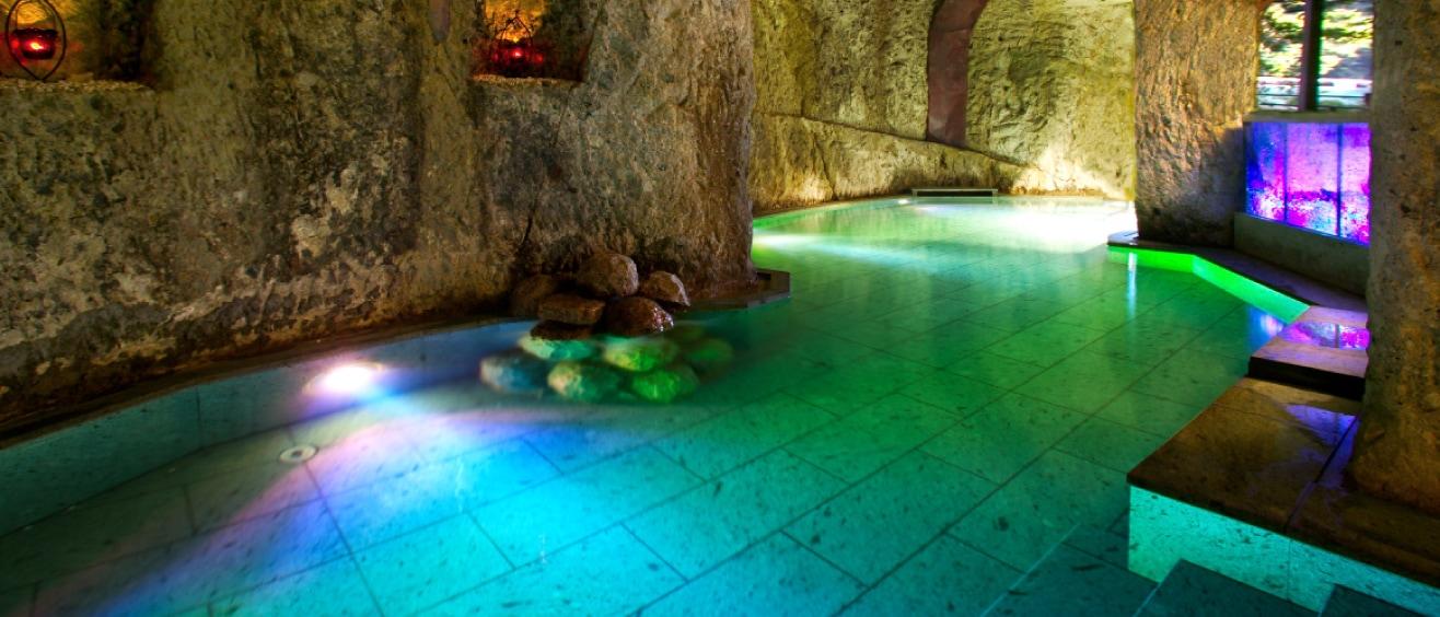 百楽荘 洞窟風呂